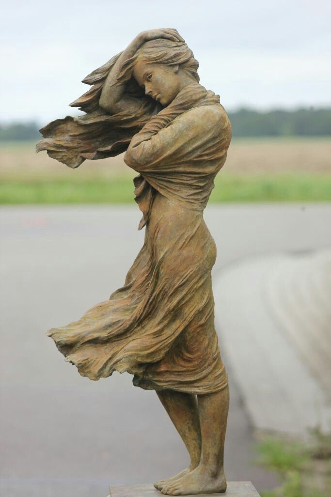 Sculp Lovers Dancing in the Wind by Chinese sculptor, Lou Li Rong