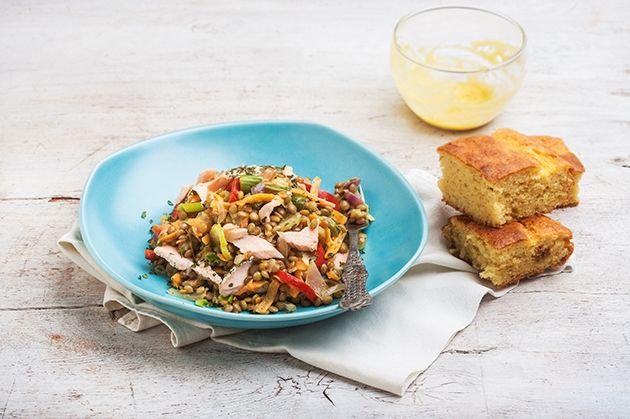 Φακές στο τηγάνι με φρέσκο σολομό από την Αργυρώ Μπαρμπαρίγου   Φακές με σολομό, λαχανικά και σάλτσα μουστάρδας. Εύκολα, γρήγορα και πεντανόστιμα