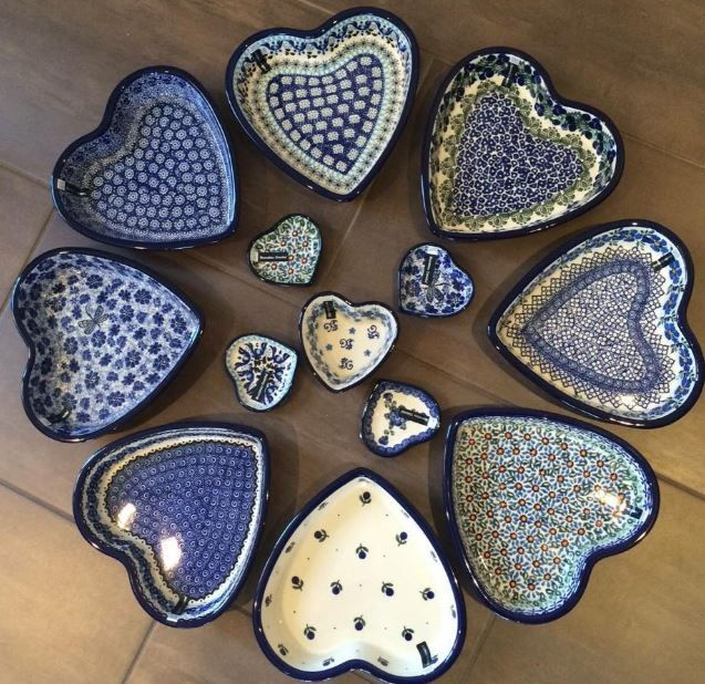 heart-shaped bowls. Bunzlau Castle || Collectors #polishpottery