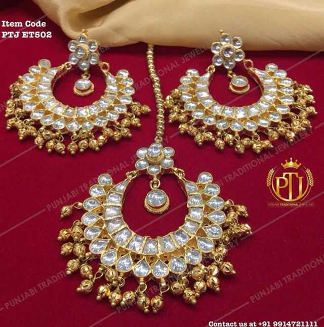 Pretty earring tikka set