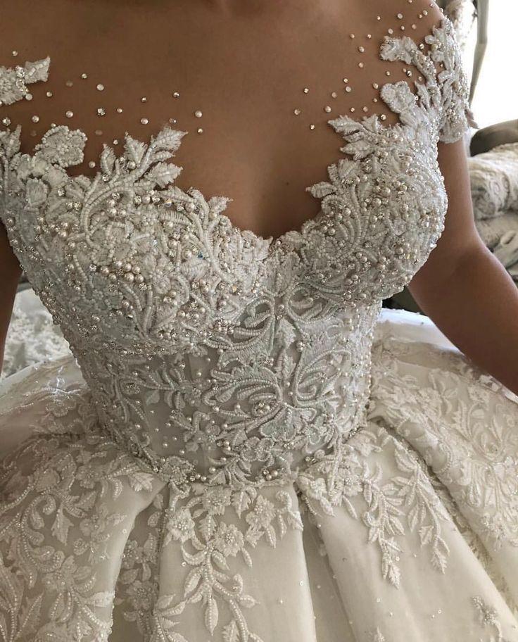 Unsere kundenspezifischen Brautkleider beginnen bei 1000 Dollar. Eine #bride kann jedes der #bridal i verwenden …