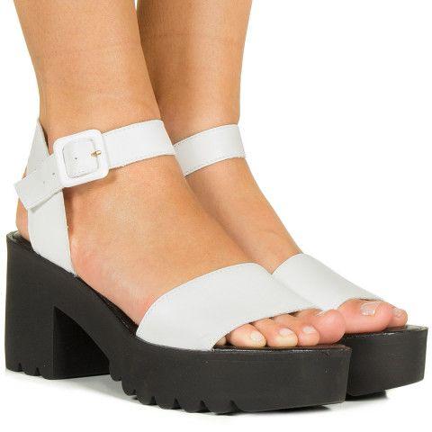 Sandalia flatform tratorada branca com sola preta Taquilla - Taquilla: Calçados femininos online