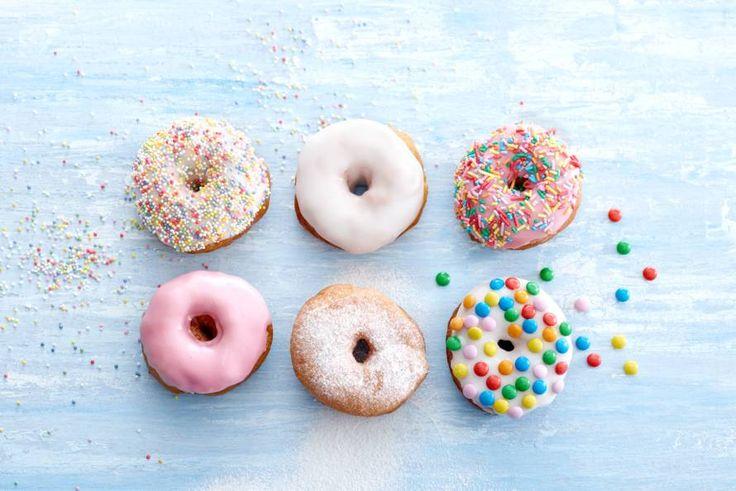 Echte Americain sweethearts, deze donuts. En zelfgemaakt nóg lekkerder! Recept - Donuts - Allerhande