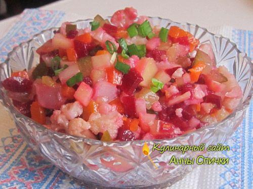 Овощной салат с цветной капустой Ингредиенты:  Свекла, Картофель, Морковь, Соленые огурцы, Маринованная цветная капуста, Репчатый лук, Зеленый лук, Растительное масло(жаренное), Соль по вкусу.