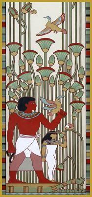Photo en gros plan de la fresque sur la façade principale de la maison égyptienne, elle représente la chasse du pharaon, au 10 rue du Général Rapp, immeuble art nouveau