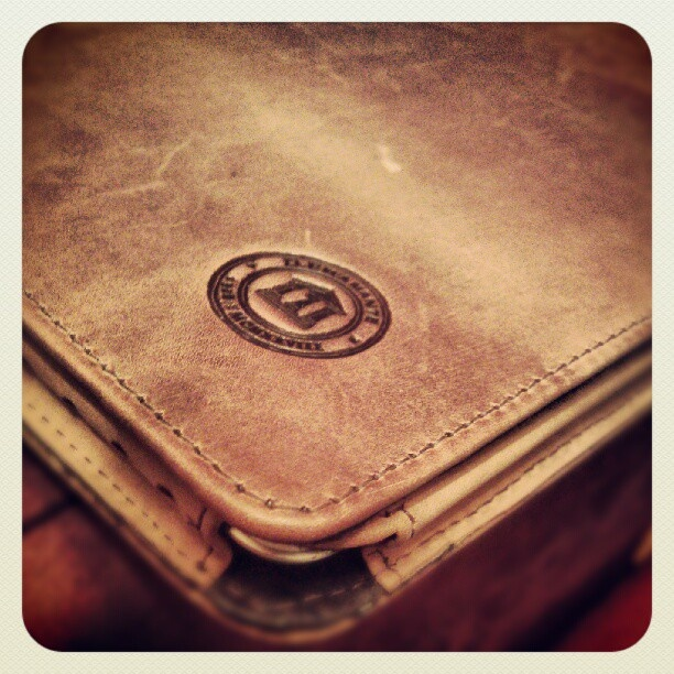 Golden tan leather folio case for iPad by @eklohis on Instagram.
