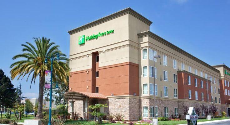 Holiday Inn Oakland Airport Oakland Minutes from Oakland International Airport with free shuttle service, this hotel offers on-site dining along with comfortable rooms furnished with microwaves, refrigerators and free high-speed internet.