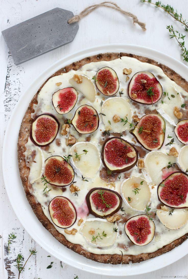 """Die Idee für diese Knäckebrot-Pizza stammt direkt aus unserem Schweden-Urlaub. Dort sahich die italienische Spezialität in einer Zeitschrift auf knusprigem Knäckebrot-Boden und wusste sofort """"Das musst Du auch mal probieren!"""". Und weil das Wetter in den nächsten Tagen wohl auch richtig herbstlich werden soll, passt meine Knäckebrot-Pizza perfekt zum bevorstehenden Schmuddel-Wetter-Wochenende: die skandinavische Pizza ist...Weiterlesen »"""