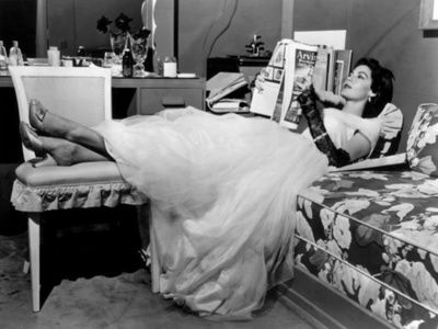 Ava Gardner: Reading Icons, Ava Gardner, Hollywood Glamour, Timeless Glamour, Glamour Era, Hollywood Glamorous, Ava Gardens, Caught Reading, 1950S Glamour