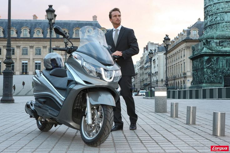 Piaggio X10 : le retour du maxi-scooter 125