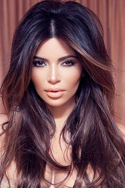 Ранее считалось, что эта парикмахерская процедура только для обладательниц светлых волос. Первой, кто популяризовал мелирование среди блондинок была Сара Мишель Геллар. Но брюнетки решили не