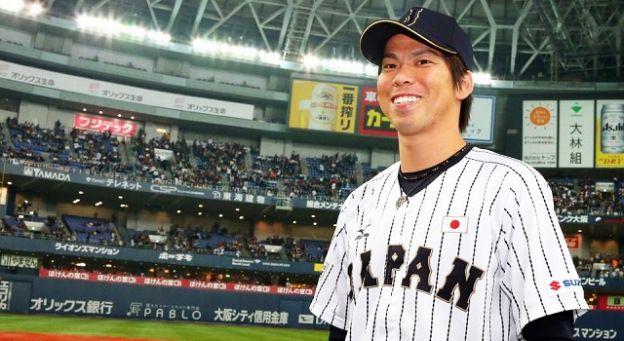 Kenta Maeda and Hiroki Kuroda sign with the Hiroshima Carp of Japan's Nippon Professional Baseball - more on http://bbstmlb.com