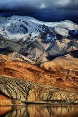Ladakh seems wondrously unreal, so unique is its landscape. You might feel like you're on the moon, or on another planet. The landscape rises and falls, changing colours and terrain. The barren hills and undulating valleys lay down a setting for a Dali masterpiece about to be painted.: 1. You are on the moon