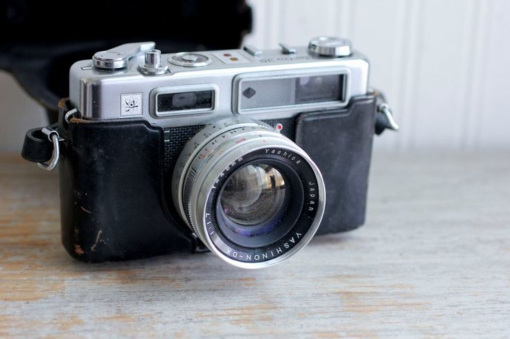 This is a nice looking vintage Yashica Electro 35mm film camera. It is from the 70s and comes with original leather case. The shutter fires and it advances (although I have not tested with film) I hav