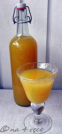 Gemmer - napój imbirowy na sposób południowoafrykański SKŁADNIKI sok z 4 limonek 250 ml świeżo wyciśniętego soku z pomarńczy 1 l wody 16 cm imbiru, obranego i utartego 100 g cukru (np. trzcinowego lub innego ulubionego) 4 goździki 4 kapsułki kardamonu SPOSÓB PRZYGOTOWANIA Zagotować wodę  z wszystkimi składnikami, wystudzić, wstawić do lodówki na dwie godziny,  Dokładnie przecedzić i podawać.  Napój można spokojnie przechować w lodówce - przynajmniej 2 dni