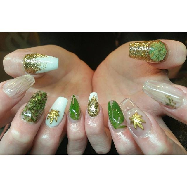 Weed Nails by instagrammer @dazzlindigits10 #weednails #cannabisnails #dopenails