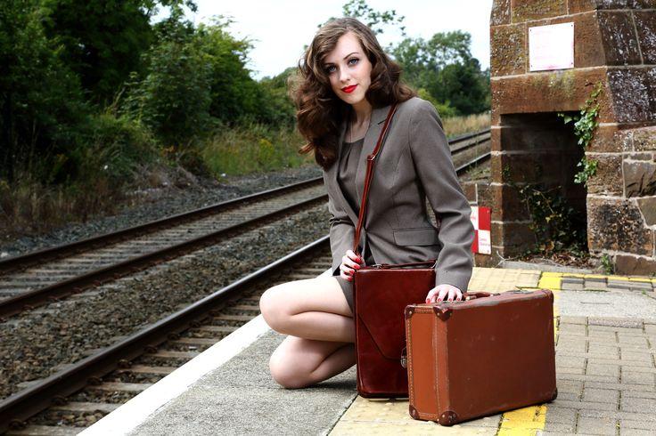 Recreating 1940's WW2 girl - fashion WW2 retro vintage model war