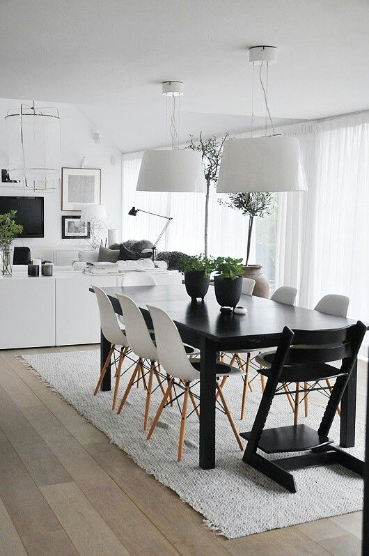 Black & white Scandinavian kitchen