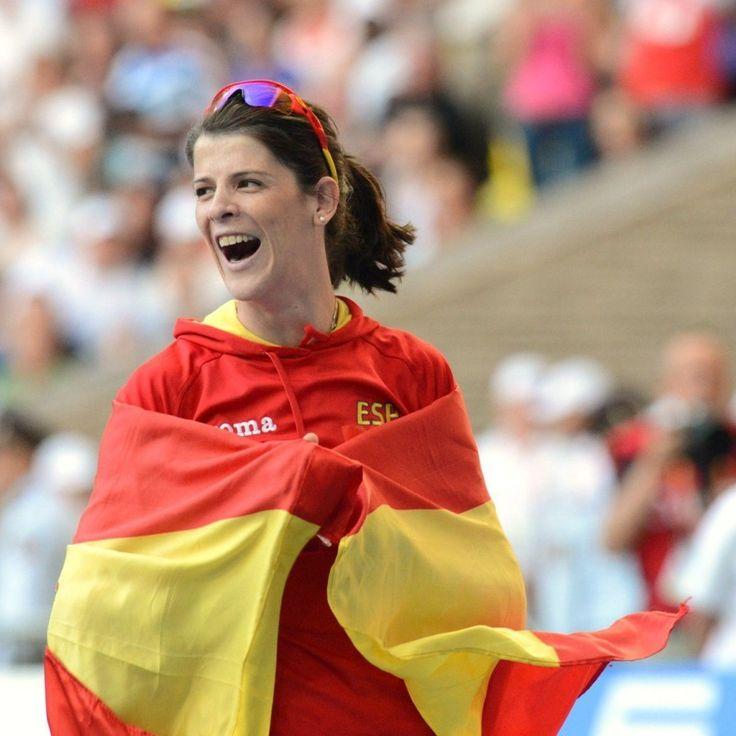 Con el listón a 195 centímetros, la cántabra Ruth Beitia ha ganado el campeonato de España de salto de altura 14 años consecutivos, batiendo el récord femenino de títulos. http://www.marca.com/2015/02/22/atletismo/1424605148.html?a=PRO5c595d78d2f1353e1ba3e6dd975a8977&t=1424621922