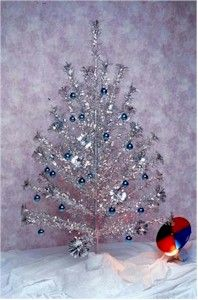 Aluminum Christmas trees: Silver Christmas, Growing Up, Color Wheels, Colors Wheels, Aluminum Christmas, Childhood, Memories, Christmas Trees, Retro Christmas