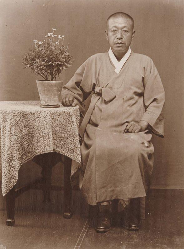 An Old Man  Busangyeong Photo Studio, 10x7.4cm, 1910