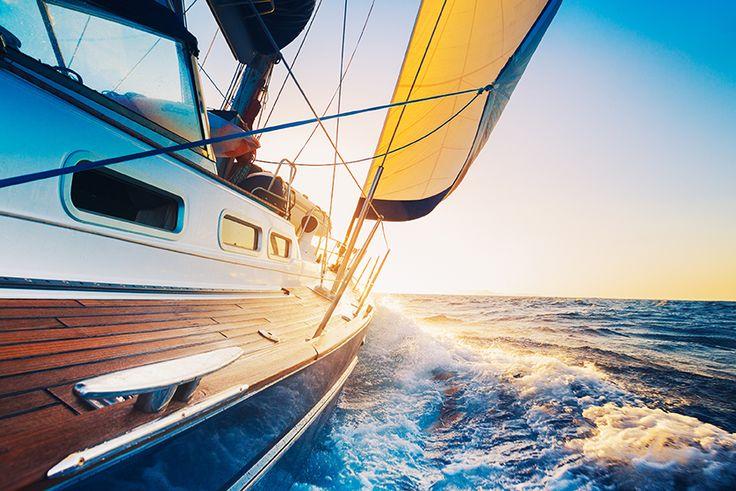 Erleben Sie einen Sonnenuntergangstörn im großen Stil auf dem 62Ft Gaffel-Topsegelschoner, ein amerikanischer Bluenose, eine Nachbildung der Grand Banks Fischerboote in Maine. Whitsundays-Segeltour bei Sonnenuntergang beginnt am Abell Point Marina. Nach der Begrüßung an Bord des 62-Fuß-Schoners durch die freundliche Crew genießen Sie bei einem kostenlosen Glas Sekt und leckeren Snacks die Aussicht auf Airlie Beach vom Wasser aus. Helfen Sie, die Segel zu setzen, oder genießen Sie ganz…