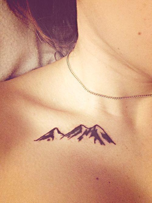Mountain Tattoo Schlüsselbein