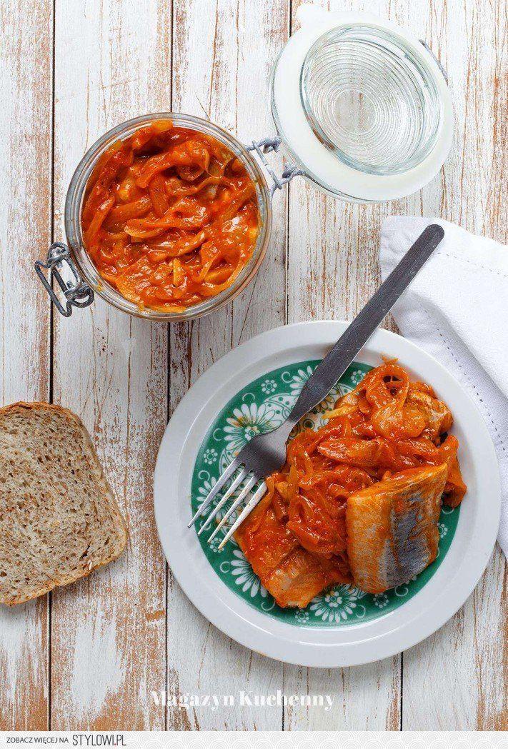 Śledzie w sosie pomidorowym z ajwarem - Magazyn Kuchenn… na Stylowi.pl