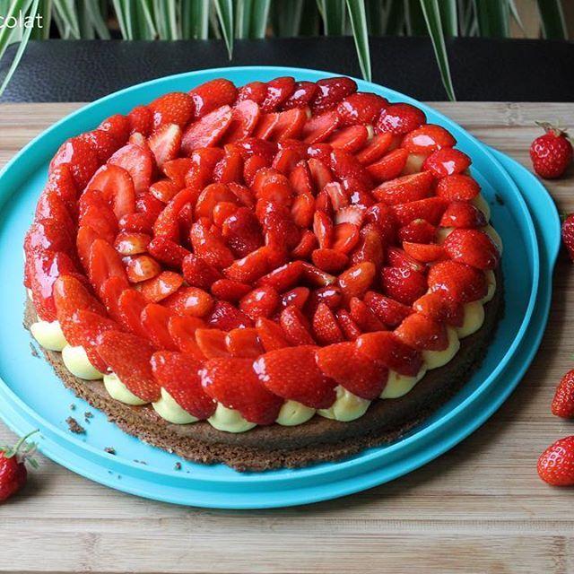 Il y a encore des fraises sur le blog aujourd'hui 🍓 !! La tarte aux fraises sur sablé breton vous attend 😜 des bisous et bon après-midi #nanaetchocolat #blog #blogeuse #tarteauxfraises #tarte #sablébreton #fraises #crèmepâtissière #crème #michalakmasterbook #michalak #dessert #gourmandise #onsestregalé lien direct: https://nanaetchocolat.com/2017/06/08/tarte-aux-fraises-sur-sable-breton-et-creme-patissiere-de-c-michalak/ 😘