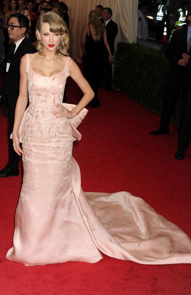 Taylor Swift en robe longue griffée Oscar de la Renta
