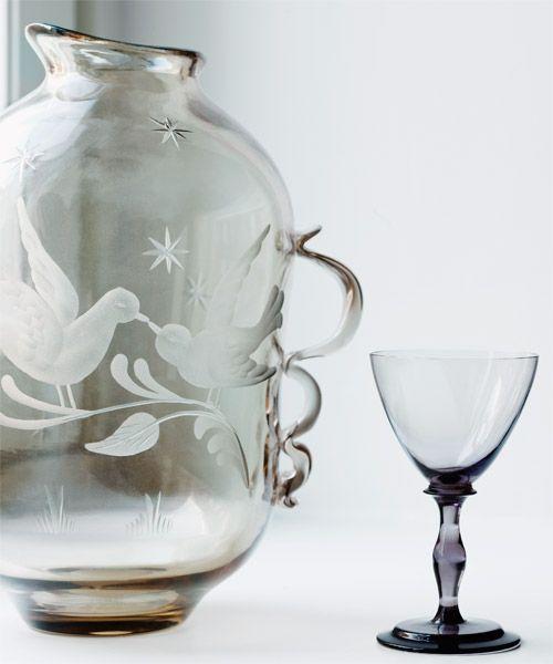 Swedish glass by designer Tyra Lundgren from Glorian Antiikki 1/2014. Photo Ullamaija Hänninen.