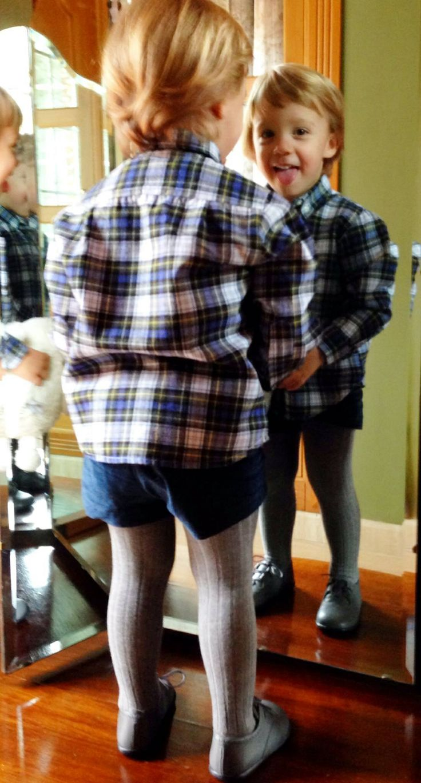 Esta semana, para inaugurar el mes de diciembre, hemos elegido a Jacobo como nuestro prota de los #looksLCL de la semana...  Para estos días prenavideños tan fríos, Jacobo lleva el Pantalón coqui, la camisa Oxford, los leotardos grises y zapatos, todo de La casita del lago Shop.  Está para comérselo... ¿verdad?  http://www.lacasitadellago.net/look-de-la-semana-4/