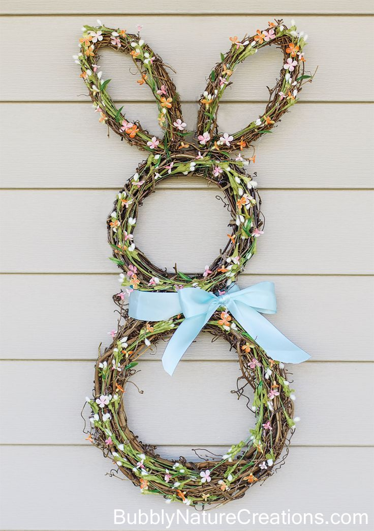 EASTER BUNNY WREATH DIY: This fun and easy craft will look adorable hanging on your front door! Celebrate Easter with style!