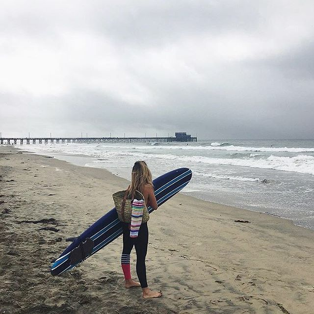 Today's #saltgypsypinup @dailyroutinefitness somewhere in Cali. Check out Rachel's #beachfit workouts for surf training inspo. #saltgypsy #surfleggings #surfingmums