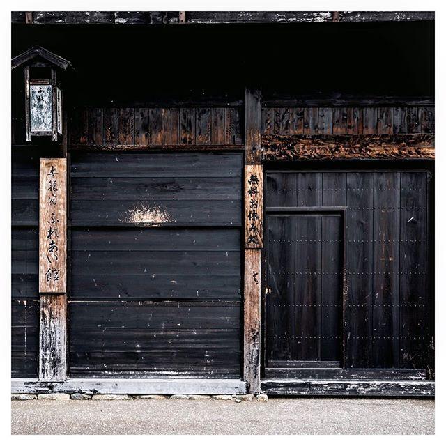 les 85 meilleures images du tableau shou sugi ban ou bois br l sur pinterest architecture. Black Bedroom Furniture Sets. Home Design Ideas