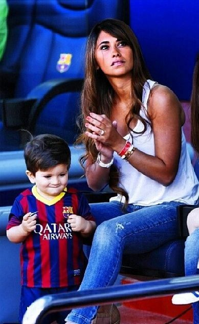 Cutest Couple Ever Leo Messi and Antonella Roccuzzo  14 photos  Morably