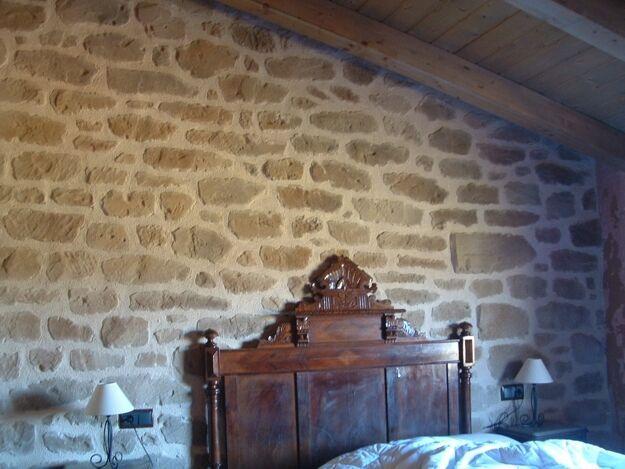 Mejores 13 im genes de paredes rocosas rocas con madera for Revestimiento imitacion piedra interior