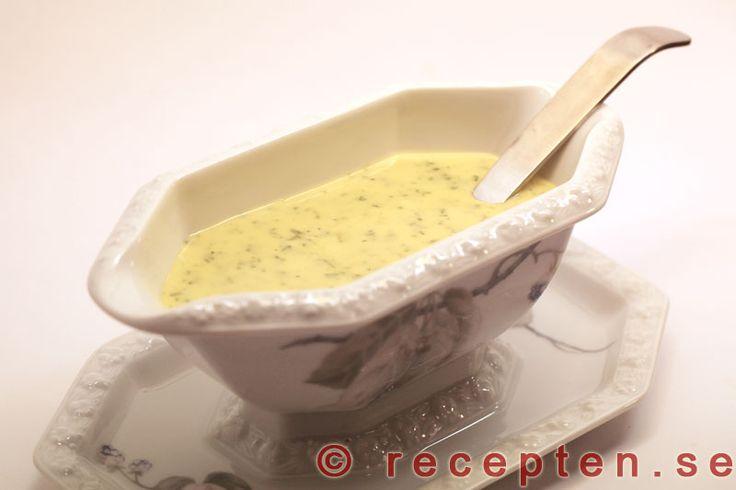 Recept på äkta béarnaisesås, fantastiskt god, som du gör själv. Bilder steg för steg.
