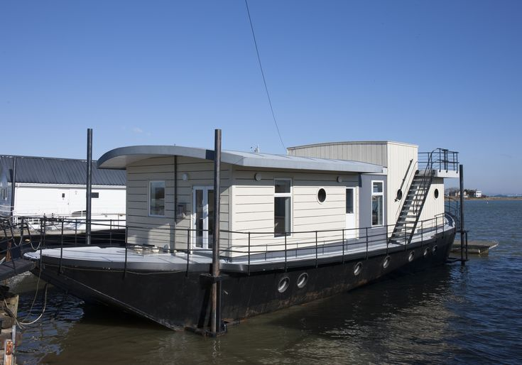 Walk the (gang)plank up to this luxury houseboat and join the seafaring community for a while – from the shelter of the harbour of course…