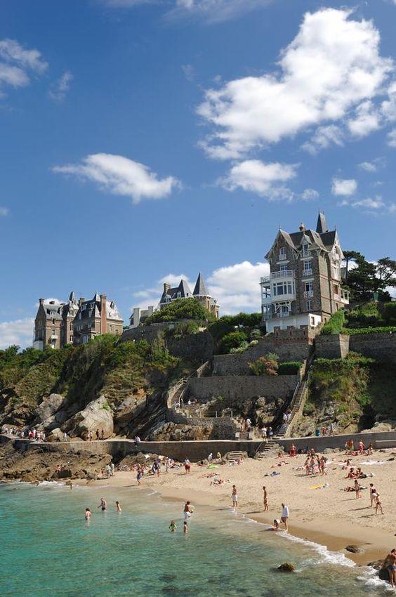 Dinard, au nord-est de la Bretagne