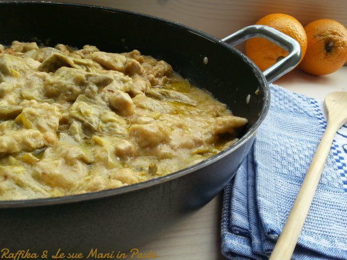 Il tacchino all'arancia con carciofi è un ottimo secondo piatto, che racchiude in sé il contorno, dato dai carciofi e il profumo inebriante dell'arancia.