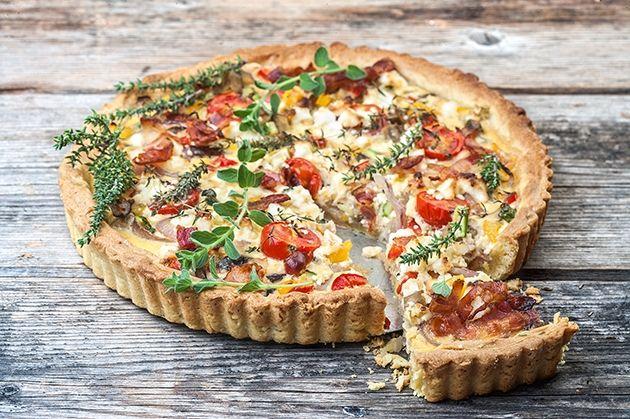 Αλμυρή τάρτα λαχανικών με μπέικον και τυριά