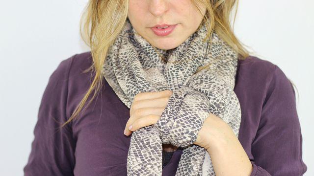 Ben 12 modi di indossare una sciarpa? Saranno molto più semplici da mettere in pratica di quanto si potrebbe pensare. Adatti a tanti stili diversi