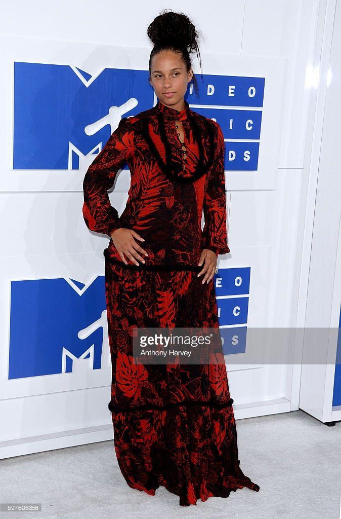 Alicia Keys Performs On Nbc S Today Fashion Celebrity Red Carpet Alicia Keys