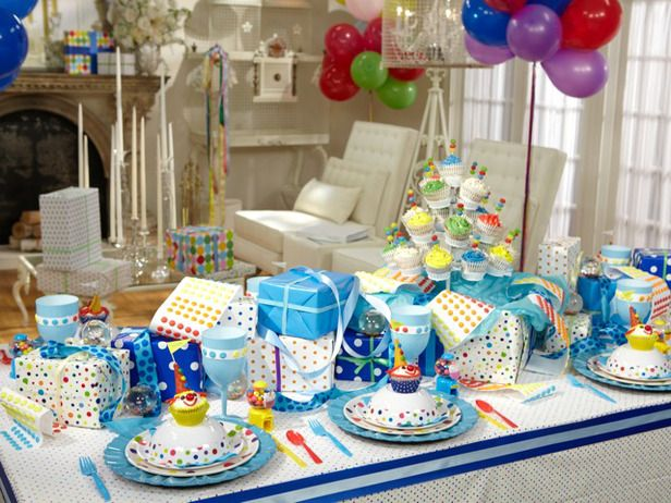 Sandra Lee Tablescapes  Better Birthday Party  Polka dots add fun to Sandra's birthday-themed table setting, but the turquoise and blue hues take the celebration from better to best.