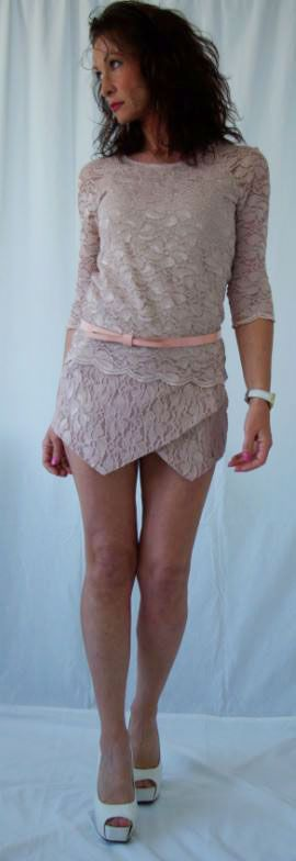 http://www.whosvanity.com/shop/it/pantaloncini/15-shorts-in-pizzo-rosa.html
