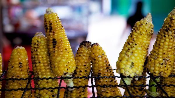 A roadside grilled corn stand in La Candelaria neighbourhood of #Bogota, #Colombia