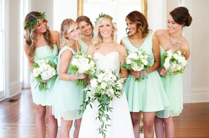Minty green bridesmaids dresses are oh-so-pretty!