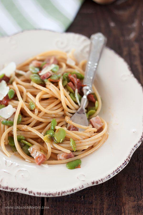 spaghetti con fave fresche pancetta e pomodori secchi