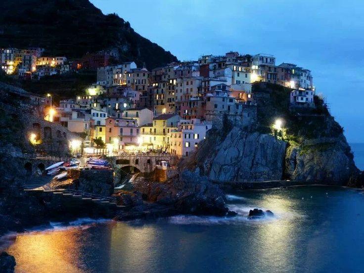Cinque Terra, Liguria, Italia (? Original photo not captioned)